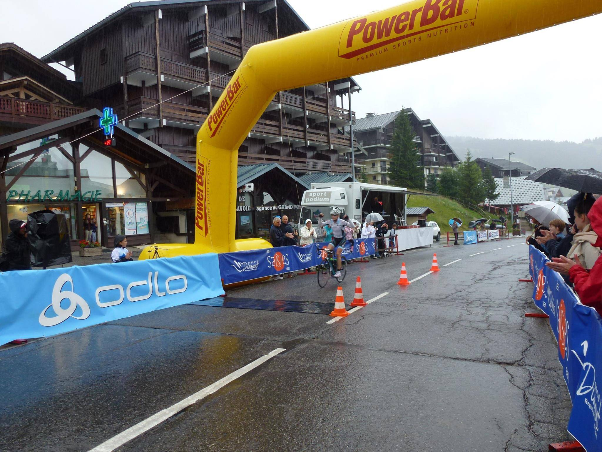 Bart Bury wint monstertocht Tour du Mont Blanc